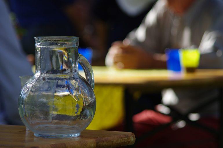 ¿Tendremos que servir jarras de agua gratis?